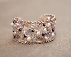 Articoli simili a Floating Stone Cuff su Etsy Wire Wrapped Jewelry, Wire Jewelry, Jewelry Art, Beaded Jewelry, Jewelry Bracelets, Jewelery, Handmade Jewelry, Jewelry Design, Unique Jewelry