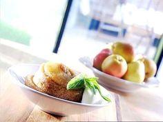 Gâteau de mon arrière-grand-mère - Cuisinez! - Télé-Québec Quebec, Baked Potato, Mashed Potatoes, Delicious Desserts, Sweet Tooth, Peach, Anne Dorval, Baking, Kitchens