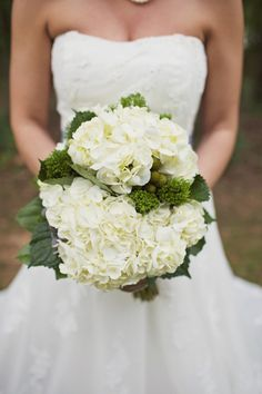 white + green hydrangea bouquet | Happy Everything Co #wedding