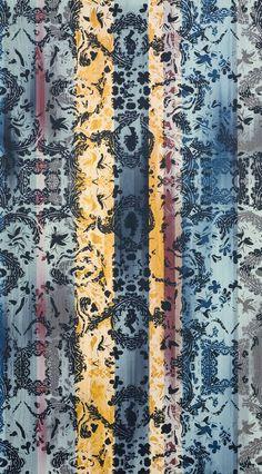 Le modèle Paseo Multico de la collection Christian Lacroix pour Marotte : une impression all-over sur placage de bois. 2 coloris disponible : Paseo et Paseo Multico