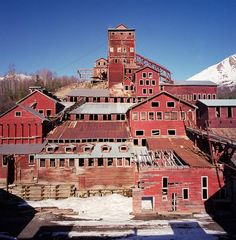 The Kennecott Mines Ghost Town (Kennecott /Alaska): http://curious-places.blogspot.com/2016/10/the-kennecott-mines-ghost-town.html