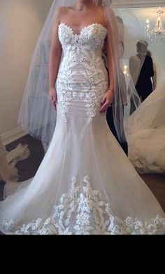 Ines Di Santo Elisavet: buy this dress for a fraction of the salon price on PreOwnedWeddingDresses.com