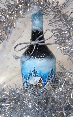 роспись по стеклу бутылки Bottle Painting, Rubrics, Glass Jars, Decoupage, Christmas Bulbs, Diy And Crafts, Pin Up, Holiday Decor, Mirrors