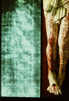 Photograph showing how the legs of Jesus of Nazareth may have appeared on His cross, based upon evidence in the Holy Shroud of Turin. Christ Is Risen, Christ The King, King Jesus, God Jesus, Pictures Of Jesus Christ, 12 Tribes Of Israel, Jesus Resurrection, Kingdom Of Great Britain, Religious Art