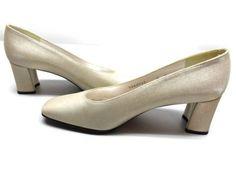 """Stuart Wietzman Pumps Heels Shoes Bone Beige 2 1/4""""  6 B #StuartWeitzman #PumpsClassics"""