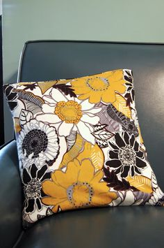 Parsimonia {Secondhand With Style}: Making {A No-Sew Pillow Cover}