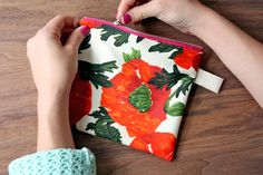 Zipper pouch tutorial that doesn't require a sewing machine