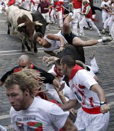 RP/San Fermin (Pamplona, Spain) Running with the Bulls Guernica, San Fermin Pamplona, Pamplona Spain, Bilbao, Monuments, Running Of The Bulls, The Sun Also Rises, Festivals Around The World, Flamenco Dancers