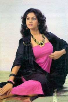 Retro Bollywood Vintage Bollywood, Indian Bollywood, Bollywood Stars, Bollywood Actress, Beautiful Girl Indian, Most Beautiful Indian Actress, Beautiful Gorgeous, Beautiful Women, 80s Actresses