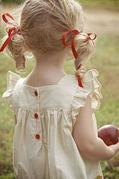 From braided pigtails to buns and head wraps, these beautiful and easy hairstyles for little girls prove that cute hair for kids doesn't have to be complicated. Outfits Niños, Kids Outfits, Moda Kids, Bloom Baby, Lily Bloom, Little Girl Hairstyles, Easy Hairstyles, Kid Styles, My Little Girl