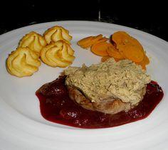 Medaillons unter Maronenhaube mit Cranberry - Soße, ein schmackhaftes Rezept aus der Kategorie Festlich. Bewertungen: 9. Durchschnitt: Ø 3,7.