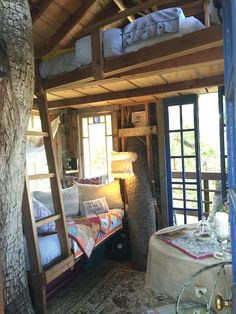 Treehouse in Burlingame, United States. Our little treehouse (now for grown ups) offers the best of both worlds… securely nestled above it all in a quiet, urban forested canyon with a beautiful view of the Bay - 20 minutes to San Francisco, close to SFO & train station & easy scenic dri...