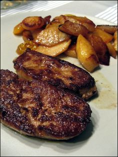 foie gras poele pomme Liver Recipes, Meat Appetizers, Tasty, Yummy Food, Homemade Butter, Warm Food, Slow Food, Cold Meals, Charcuterie