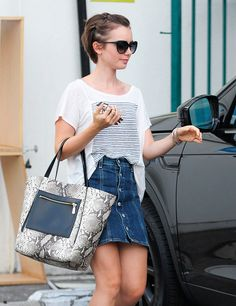 Lily Collins News Lilly Collins Short Hair, Lily Collins Hair, Pixie Outfit, Grown Out Pixie, Pixie Cut, Growing Out Short Hair Styles, Short Hair Cuts, Pixie Hairstyles, Pixie Haircut