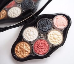 I'm not so sure how clean the ingredients are, but this packaging is to die for!  ..........Makeup Palette Anna Sui Autumn 2016 Collection