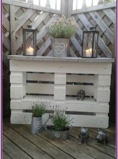 Discover recipes, home ideas, style inspiration and other ideas to try. Palette Design, Palette Diy, Filigranes Design, Design Ideas, Deco Champetre, Recycling, Pallet Furniture Designs, Creation Deco, Wooden Pallets
