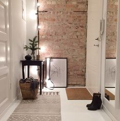 21 ideas to decorate your hall with exposed brick - Decor Apartment Entrance, Apartment Interior, Interior Walls, Apartment Design, Interior Livingroom, Interior Plants, Apartment Living, Kitchen Interior, Apartment Ideas