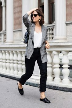 office outfit Update your office wear style with the latest looks on the streets! No matter the dress code, these 35 classy work outfits will surely get you inspired. Classy Work Outfits, Fall Outfits For Work, Office Outfits, Casual Outfits, Office Attire, Casual Wear, Casual Bags, Black Jeans Outfit Work, Black Loafers Outfit
