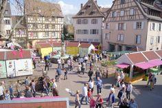 Marché de Pâques , place de l'ancienne douane Colmar - Alsace - France http://www.printemps-colmar.com/