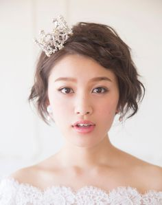 三つ編みヘアにプチクラウンを載せればキュートな姫に Wedding Prep, Dream Wedding, Bridal Make Up, Marry Me, Marie, Wedding Hairstyles, Short Hair Styles, Hair Beauty, Naver