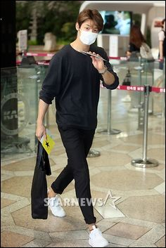 150912 [Press Photos] CNBLUE at Gimpo Airport heading to Tokyo. Kang Minhyuk CNBLUE.CL | twitter.com/CNBLUECL