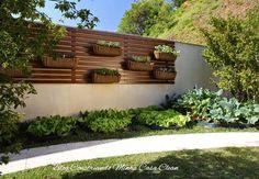 Decore sua varanda, jardins, piscinas e dentro de casa! Já se foi o tempo que se usavam o deck apenas no chão! A madeira por ser um m...