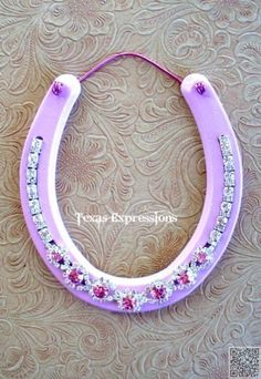 32. #Bling Horseshoe - 37 #Horseshoe Crafts to Try Your Luck with ... → DIY #Holder