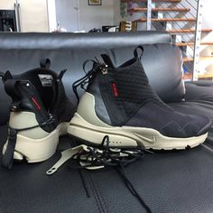 Behind The Scenes By johngeiger_ Sneakers Mode, Sneakers Fashion, High Top Sneakers, Shoes Sneakers, White Sneakers, Dorothy Shoes, Nike Kicks, Nike Presto, Monochrome Fashion