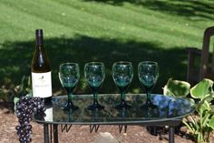 Vintage Cocktail Water Goblets, Retro Forest Green w/ Gold Rims Glasses Gold Rimmed Glasses, Vintage Wine Glasses, Modern Home Bar, Forest Green Color, Vintage Green Glass, Etsy Vintage, White Wine, Wines, Color Pop