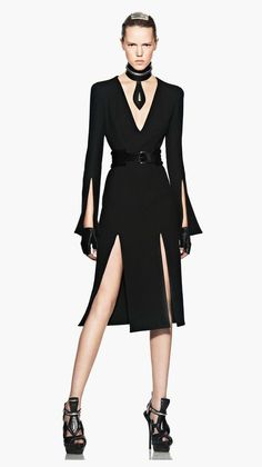 Alexander McQueen all the accessories-lose, but the dress .: Alexander McQueen-lose all accessories, but the dress itself is gorgeous! Love Fashion, High Fashion, Womens Fashion, Fashion Design, Fashion Vestidos, Diy Schmuck, Look Chic, Couture Fashion, Beautiful Outfits