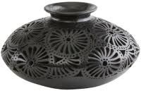Oaxaca black pottery Native American Pottery, Native American Art, Ceramic Pots, Ceramic Pottery, Hair Jewelry, Jewelry Art, Pueblo Pottery, Black Clay, Western Furniture