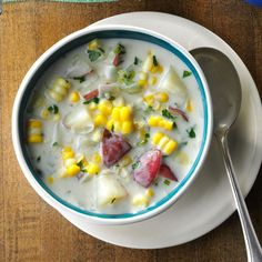Fresh Corn & Potato Chowder Recipe -This soup was one of my favorites as a child in upstate New York, and I… Best Soup Recipes, Chowder Recipes, Favorite Recipes, Fresco, Asparagus Soup, Homemade Soup, Potato Soup, Potato Bar, Vintage Recipes