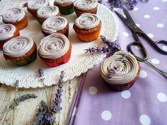 Ako ste si už možno všimli, mám rada levanduľu. Cupcakes síce nie sú najlepšou voľbou do týchto horúčav, ale popravde nikdy som nechápala, prečo by sme
