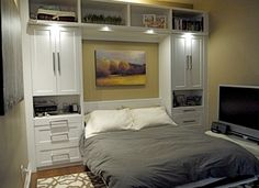 Dormitor mic mobilat cu pat rabatabil