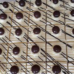 Aureen's #cakepotong Mini Cakes, Cupcake Cakes, Asian Cake, Steamed Cake, Log Cake, Fudge Cake, Bakery Design, Bakery Cakes, Beautiful Cakes