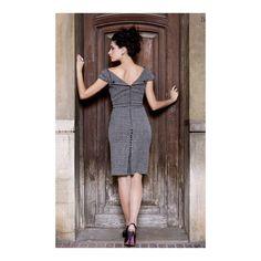 Vestido de tubo MIRANDA de Presumidas en color gris y jaspeado detalles traseros en color negro. Acabado con aseos y cremallera trasera. El largo de la falda es de 60 cm. El tejido es elástico y muy cómodo. #Presumidas #AndreaPalau #soypresumida #PresumidasElegance #moda #moda50s #años50 #1950sfashion #ropavintage #modavintage #vintagestyle #vintageoutfits #vintagetrends #pinup #pinupgirl #fiftties #fifttiesstyle #fifttiesgirl #cool #estampadosvintage
