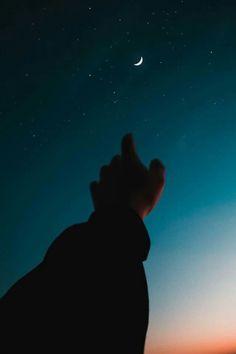 Cosmos and Moon - Felizia Kistler Star Photography, Tumblr Photography, Night Photography, Nature Photography, Photography Timeline, Perspective Photography, Photography Editing, Night Sky Stars, Stars And Moon