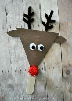 Santa and Reindeer Stick Puppets - Rentier basteln Preschool Christmas Crafts, Santa Crafts, Reindeer Craft, Santa And Reindeer, Ornament Crafts, Christmas Crafts For Kids, Christmas Activities, Kids Christmas, Reindeer Decorations