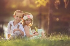 Sibling Photography Poses, Sister Photography, Cute Kids Photography, Sibling Photos, Photo Poses, Baby Photos, Photography Ideas, Family Picture Poses, Fall Family Photos