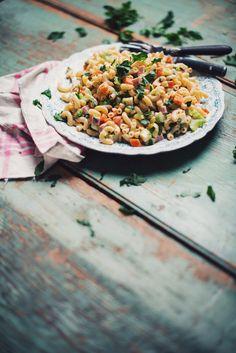 Une bonne salade de macaroni au jambon, ça fait vraiment été! C'est simple, bon et ça ne se démode pas. Il s'agit ici de ma version et bientôt je vous prés