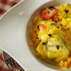 Равиоли с рикоттой в апельсиновом соусе с фрикасе из фруктов