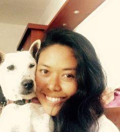 Durante vários anos, Kelsey morou nas ruas sozinha, magra e ferida após várias lutascom outros cães. Mas um dia, alguém decidiu ajudá-la e a vida de Kel