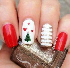 Best Christmas Nails for 2017 - 64 Trending Christmas Nail Designs - Best Nail Art Cute Christmas Nails, Xmas Nails, Christmas Nail Art Designs, Holiday Nails, Fun Nails, Pretty Nails, Christmas Trees, Winter Christmas, Gold Christmas