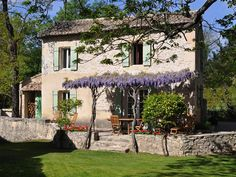 La Maison du Meunier - 2 bdrm home with air conditioning on private estate UPDATED 2019 - TripAdvisor - Saint-Remy-de-Provence Vacation Rental English Country Decor, French Country Farmhouse, French Cottage, French Country Style, Villa, Casa Loft, Mansions Homes, Stone Houses, Ideal Home