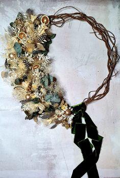 Christmas Themes, Christmas Wreaths, Christmas Decorations, Christmas Holidays, Xmas, Dried Flower Wreaths, Dried Flowers, Festival Decorations, Velvet Ribbon