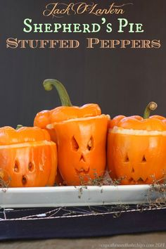 Jack O'Lantern Shepherd's Pie Stuffed Peppers - try this easy ground beef and vegetables mixture topped with mashed potatoes and melted cheese. Delicious any night of the year, but super fun when you carve the peppers for Halloween dinner! Halloween Dinner, Halloween Treats, Halloween Fun, Halloween Foods, Halloween Decorations, Halloween Costumes, Homemade Halloween, Halloween Pumpkins, Halloween Stuffed Peppers