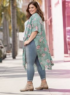 LOOK PLUS SIZE AUTUMN WINTER 2019 – in this post you will find a selection of autumn winter 2019 trends – look tips, inspirations and perfect combinations. Plus Size Legging Outfits, Plus Size Leggings, Plus Size Outfits, Plus Size Fashion For Women, Plus Size Women, Xl Mode, Look Plus Size, Modelos Plus Size, Fashion Outfits