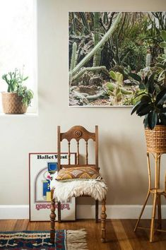 Seven ways to DIY your own large wall art. Learn how to DIY large scale artwork for your walls, from framing tapestries to coloring posters and painting your own canvas. Diy Wall Art, Large Wall Art, Wall Art Decor, Large Art, Diy Art, Cactus Wall Art, Cactus Print, Famous Interior Designers, Fashion Designers