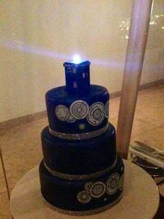 Dr Who wedding cake-THE MOST AWESOME THING EVER!
