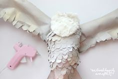 DIY Paper Owl Tutorial - Real Time - Diet, Exercise, Fitness, Finance You for Healthy articles ideas Paper Mache Crafts, Owl Crafts, Glue Crafts, Diy Crafts For Kids, Harry Potter Owl, Harry Potter Halloween, Paper Mache Sculpture, Book Sculpture, Origami Paper Art